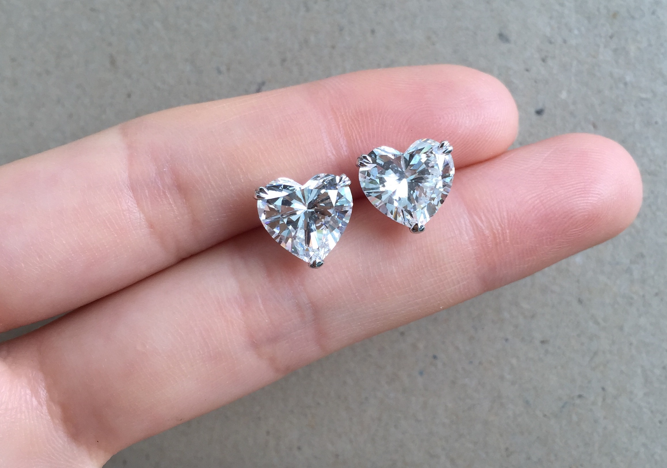 heart shaped shape denovodiamonds earrings stud products