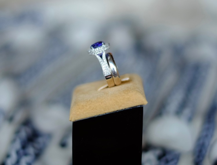 Seamless Wedding and Engagement Ring Set